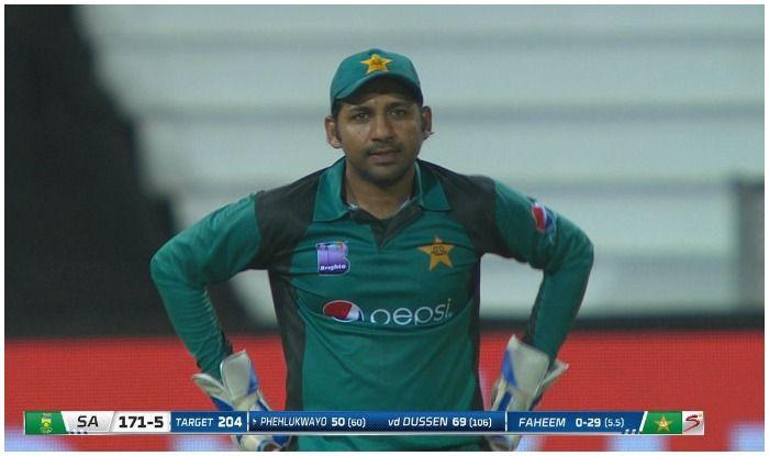 पाकिस्तान के कप्तान सरफराज अहमद ने अफ्रीकी क्रिकेटर की मां पर उठाई 'उंगली', होगी कड़ी सजा!