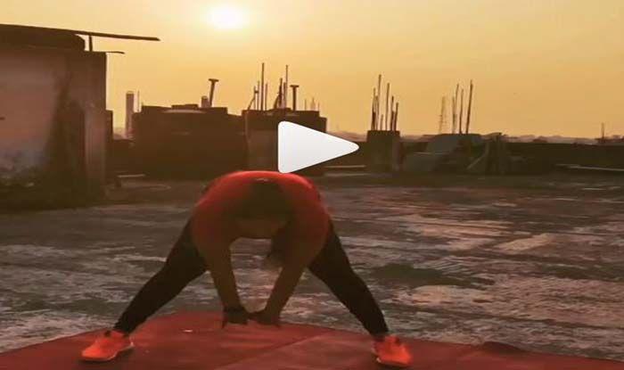 Video: देखें Rani Chatterjee ने किया सूर्य नमस्कार, ये है उनका पहला प्यार...