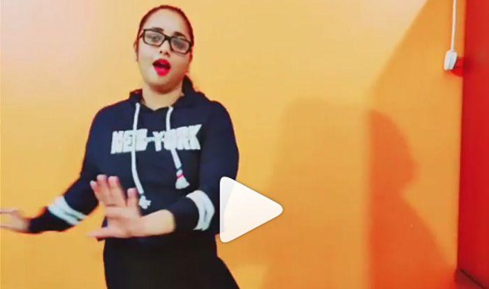 भोजपुरी स्टाइल में हाल-चाल पूछती नजर आईं रानी चटर्जी, देखें मजेदार VIDEO
