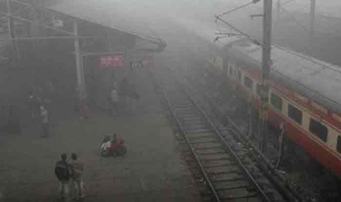 यात्रीगण ध्यान दें! दिल्ली से चलने वाली 10 ट्रेन चल रही हैं लेट