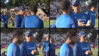 India vs New Zealand 3rd T20I: MS Dhoni Passing Tips to Rishabh Pant Ahead of Decider at Hamilton Steals Show | WATCH VIDEO