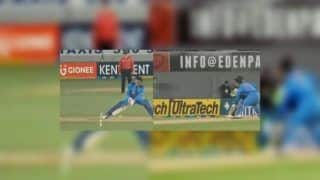 India vs New Zealand 2nd T20I: MS Dhoni Innovates Bizarre Defensive Shot to Avoid Stumping Off Ish Sodhi's Bowling | WATCH VIDEO