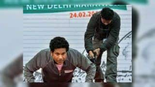 Sachin Tendulkar Does Push-Ups to Raise Rs 15 Lakh For Families of Pulwama CRPF Martyrs ! WATCH VIDEO