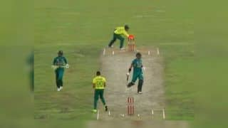 South Africa vs Pakistan 3rd T20I: Shoaib Malik's Run-Out Against South Africa Leaves 3rd Umpire Confused | WATCH VIDEO