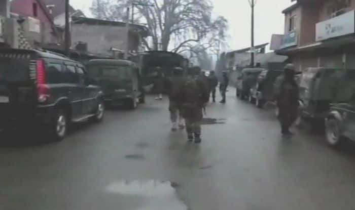 जम्मू-कश्मीर: मुठभेड़ के दौरान सुरक्षा बलों ने दो आतंकवादी मार गिराए