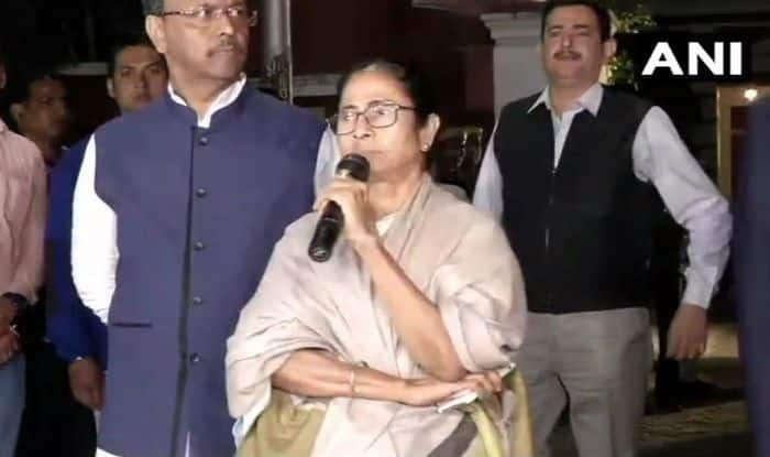 Mamata vs CBI News Updates: CBI to Approach Supreme Court Over West Bengal Police's Non-Cooperation; CM Continues Dharna