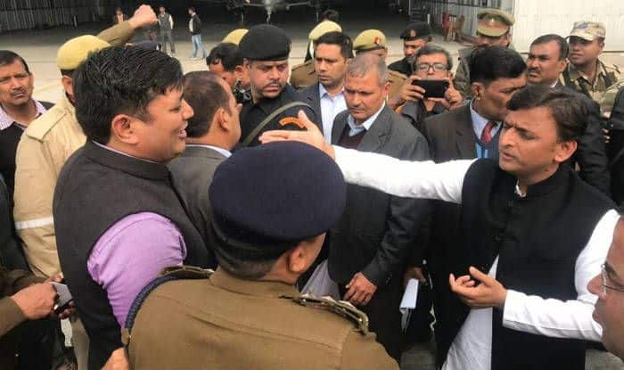Uttar Pradesh: SP Workers Sit on Protest as Police Stops Party Chief Akhilesh Yadav From Leaving For Prayagraj