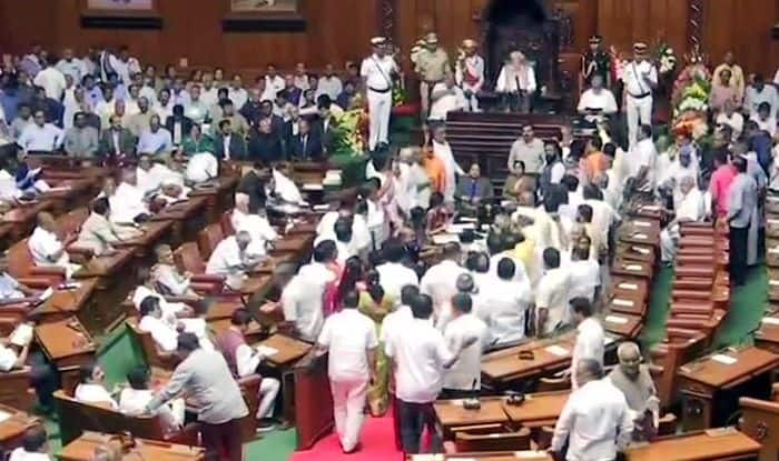 Karnataka Budget Session: BJP MLAs Create Ruckus in Assembly, Force Governor Vajubhai Vala to Cut Short Address