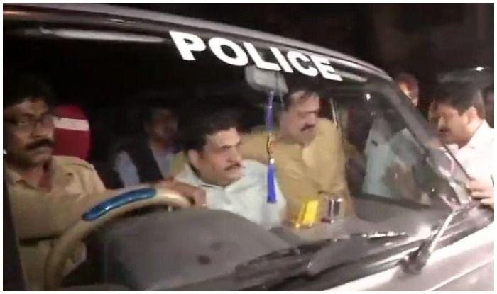 पश्चिम बंगाल: घोटालों की जांच करने पहुंची सीबीआई की टीम हिरासत में, थाने ले जाया गया
