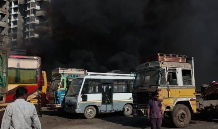 Mumbai: Fire Breaks Out in Two Buses Parked in Nehru Nagar Area of Kurla, no Casualties Reported