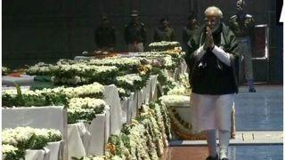 आखिरी सलाम: PM मोदी शहीदों के पार्थिव शरीर के सामने हाथ जोड़कर चले, श्रद्धांजलि दी