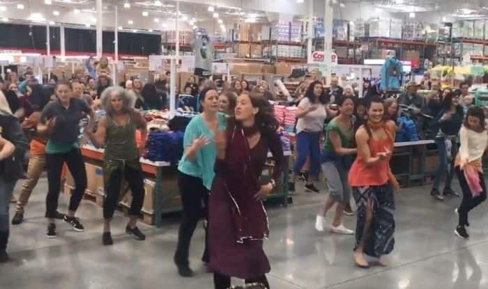 Flash Mob dances to 'London Thumakda'