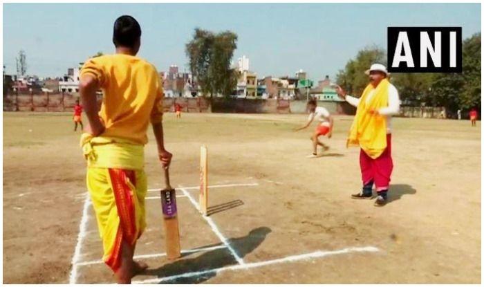 धोती-कुर्ता में मैच, संस्कृत में कमेंट्री... देखिए, क्रिकेट बनारस वाला