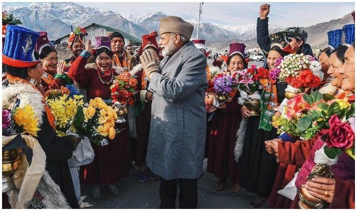 जम्मू-कश्मीर: इस अंदाज में दिखे PM मोदी, एम्स की नींव रखी, बोले- भीड़ देख ठंड हुई दूर
