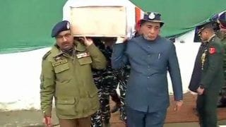 Pulwama Terror Attack: Union Minister Rajnath Singh, J&K DGP Dilbagh Singh Lend Shoulder to Mortal Remains of CRPF Soldier