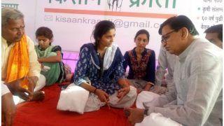 महाराष्ट्र: किसानों के लिए भूख हड़ताल कर रही थीं तीन बहनें, पुलिस ने जबरन ICU में भर्ती कराया, तोड़फोड़ भी की