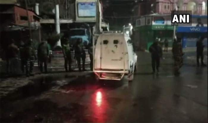 J&K:श्रीनगर में आतंकियों के ग्रेनेड हमले में 7 सुरक्षाकर्मियों समेत 11 लोग घायल