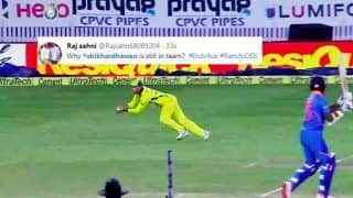 Shikhar Dhawan Gets TROLLED on Twitter After Another Failure, Glenn Maxwell Takes a Breathtaking Catch in 3rd ODI at Ranchi | WATCH VIDEO