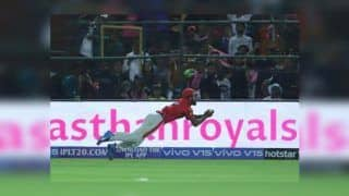 IPL 2019: KL Rahul Takes a Brilliant Diving Catch to Send Steve Smith Packing During RR v KXIP | WATCH VIDEO