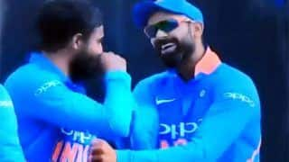 5th ODI: Virat Kohli-Ravindra Jadeja Engage in Banter After Marcus Stoinis is Trapped on His Pads During Delhi Decider | WATCH VIDEO