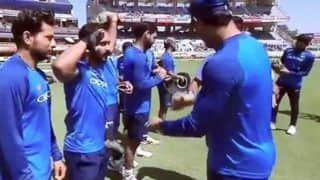 Kedar Jadhav Salutes Lt Col MS Dhoni After Receiving Camouflage Cap in Respect of Pulwama Victims Ahead of 3rd ODI at JSCA Stadium, Ranchi | WATCH VIDEO