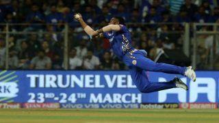 Kieron Pollard Takes a One-Handed Catch to Send Delhi Captain Shreyas Iyer Packing | WATCH VIDEO