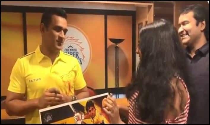 MS Dhoni meets his fans ahead of Indian T20 league clash
