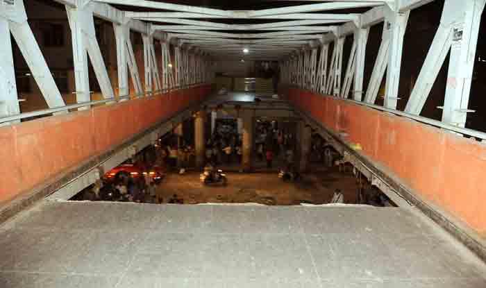 Mumbai Bridge Collapse: Leader of Opposition in BMC Writes to Maharashtra CM Devendra Fadnavis, Says Municipal Body Trying to Shield Culprit