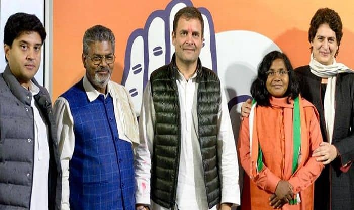 Lok Sabha Elections 2019: Former BJP Leader Savitri Bai Phule Joins Congress in Presence of Rahul And Priyanka