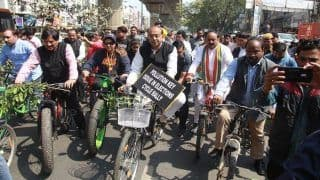 Union Minister Lashes Out at AAP Govt For Failing to Check Air Pollution Levels in Delhi; Conveys Message Through Cycle Rally