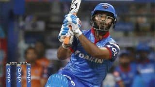 IPL 2019: ऋषभ पंत ने तोड़ा धोनी का रिकॉर्ड, 18 गेंदों में अर्धशतक जड़ बनाया कीर्तिमान