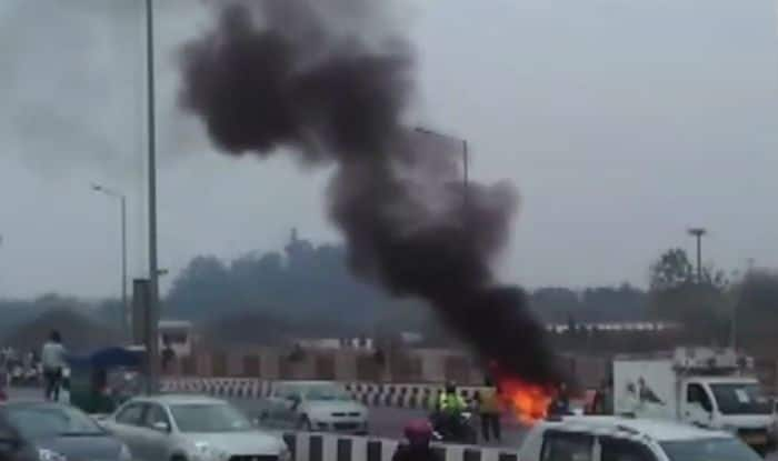 Delhi: Car Catches Fire Near Akshardham Temple, Driver Safe