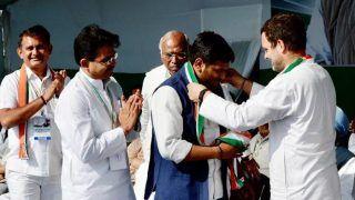 Lok Sabha Elections 2019: Patidar leader Hardik Patel Joins Congress in Presence of Rahul, Sonia Gandhi