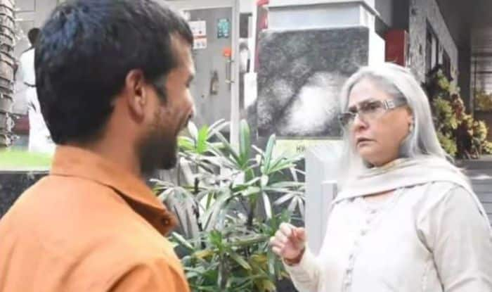 Jaya Bachchan Scolds a Fan For Clicking Pictures Without Permission
