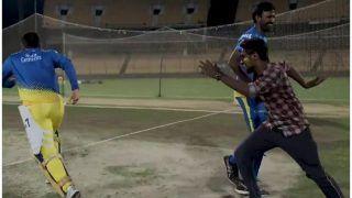 धोनी और फैन की 'धर-पकड़' ने बालाजी को 'नाच' नचा दिया, देखें VIDEO