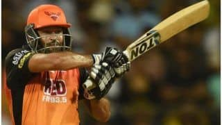 युसूफ पठान ने 200 की 'स्ट्राइक' से की वॉर्नर की 'बत्ती गुल', IPL टीमों को मची चुल!