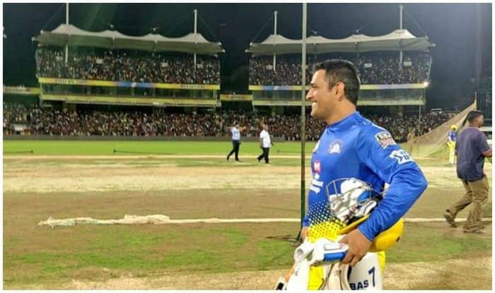 MS Dhoni Gets a King-Like Welcome on Entering Chepauk