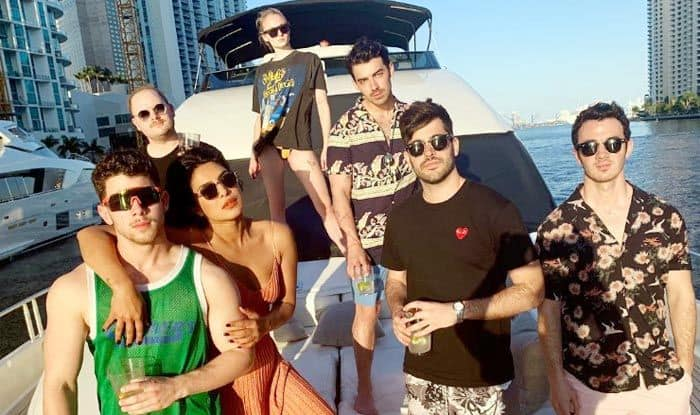 Priyanka Chopra –Nick Jonas Dance to Kareena Kapoor's Tareefan Song