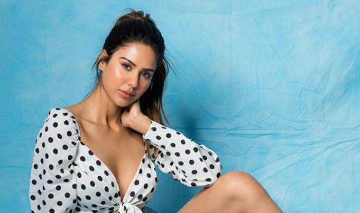 Punjabi Actress Sonam Bajwa Looks Hot in Retro Style, Wears Polka-Dot Crop Top With Shorts