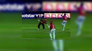 IPL 2019: David Warner Deliberately Shows Ravichandran Ashwin That he Does Not Want to Get 'Mankaded' During KXIP v SRH | WATCH VIDEO