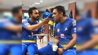 IPL: Kedar Jadhav Feeding Food to MS Dhoni After CSK Beat KKR at Eden Gardens is Bromance at Its Best | WATCH VIDEO