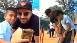 IPL 2019: Rashid Khan, Vijay Shankar Play Gully Cricket With Kids Ahead of SRH v CSK at Rajiv Gandhi International Stadium | WATCH VIDEO