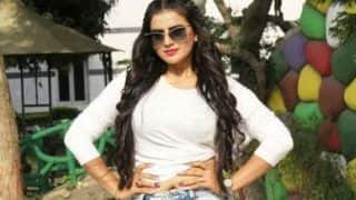 Akshara Singh Looks Jaw-dropping Gorgeous in White Crop Top And Ripped Jeans as She Poses With a Swag