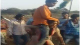 प्रेम करने पर महिला को मिली पति को कंधे पर बैठाकर गांव में घूमाने की सजा, देखिए ये शर्मनाक VIDEO