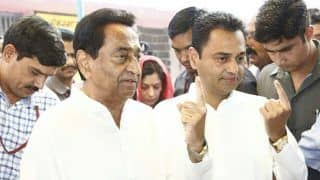 MP CM Kamal Nath Forced to Vote in Camera Light Due to Power Cut at Booth