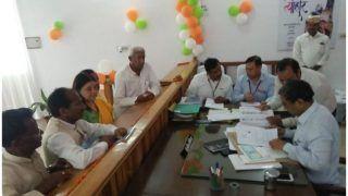 मेनका गांधी ने रोड शो के बाद सुल्तानपुर लोकसभा सीट से किया नामांकन