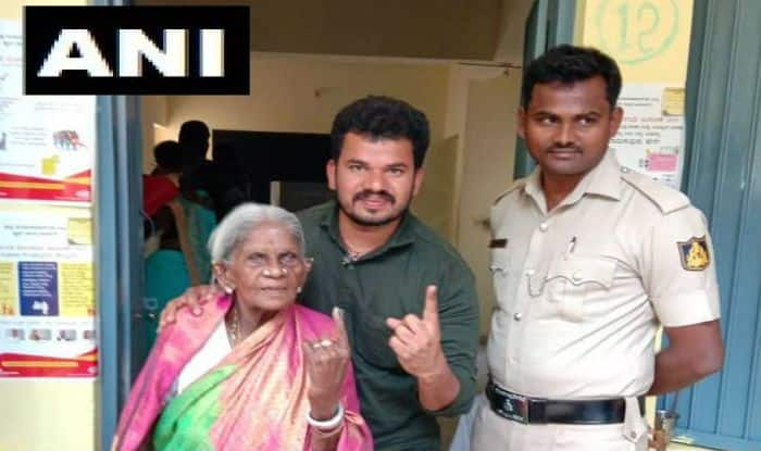 Karnataka Lok Sabha Election 2019: 107-year-old Padma Shri Awardee Saalumarada Thimmakka Casts Vote in Bangalore Rural