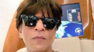 Shah Rukh Khan Clicks a 'Chennai' Selfie as he Bids Goodbye to His Friends And Sporting Crowd at Chepauk Stadium