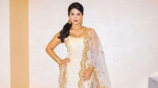 Bollywood Hottie Sunny Leone Looks Her Sexiest Best in Golden And White Ethnic Wear And we Can't Stop Gushing Over Her