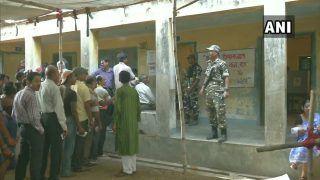 पश्चिम बंगाल के आसनसोल में वोटिंग के दौरान हिंसा, बाबुल सुप्रीयो की गाड़ी पर पथराव